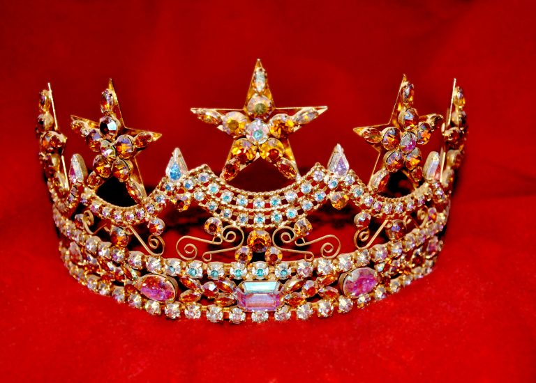 clothing-headgear-crown-jewellery-queen-royal-480585-pxhere.com